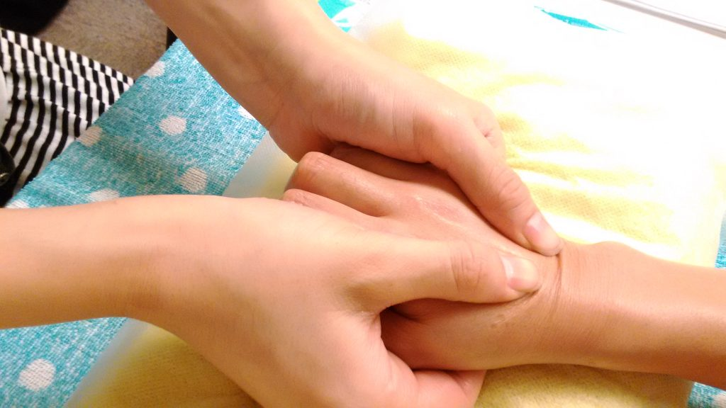 アロマハンドセラピスト 拇指軽擦