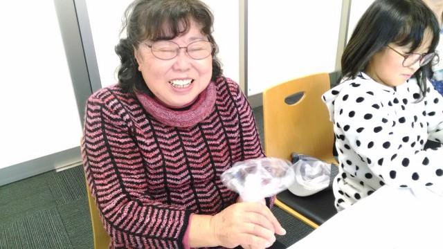猪苗代町図書館での出張アロマ教室・バスボム作り