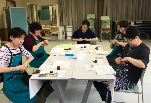 昭和村「アロマ香る天然蜜ロウハンドクリームづくりと、セルフハンドトリートメント教室」
