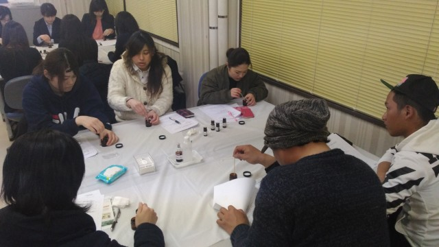 喜多方市勤労青少年ホームアロマ教室・クリーム作り