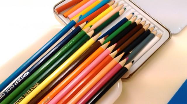 授業で使う色鉛筆